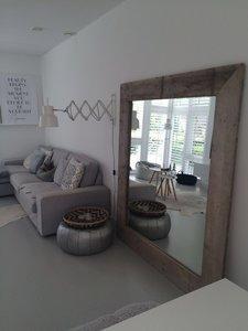 Spiegel met steigerhouten omlijsting